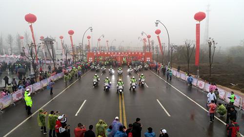 2018首届商丘古城万人徒步大会圆满举行